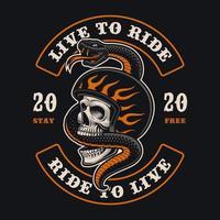 crâne de motard avec emblème de serpent pour t-shirt vecteur