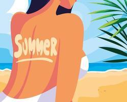 femme avec maillot de bain à la plage