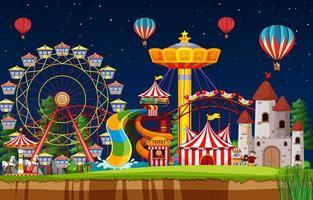 scène de parc d & # 39; attractions la nuit avec des ballons dans le ciel