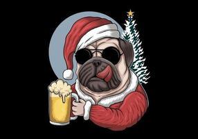 Chien carlin avec de la bière en costume de père Noël