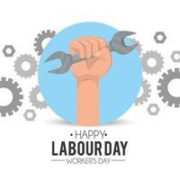main tenant une clé pour la fête du travail