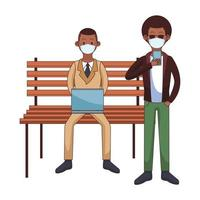 Afro hommes portant des masques médicaux à l'aide de la technologie assis dans une chaise de parc