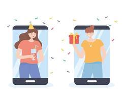 filles faisant la fête et célébrant en ligne