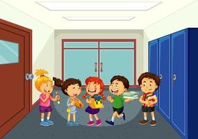 enfants heureux dans le couloir de l & # 39; école