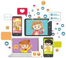 Ordinateur portable et smartphone ou outils d'apprentissage avec style de dessin animé icône emoji de médias sociaux isolé sur fond blanc