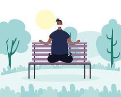 homme pratiquant le yoga dans le parc