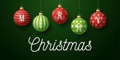 bannière de Noël avec des ornements de boules rouges et vertes ornées