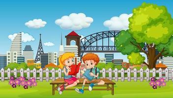 scène avec deux enfants lisant un livre dans le parc vecteur