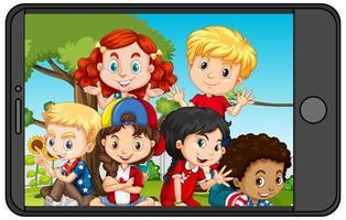 groupe d & # 39; enfants sur l & # 39; écran du smartphone vecteur