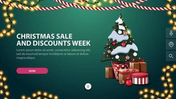 Vente de Noël et semaine de remises, bannière verte avec bouton, guirlandes et arbre de Noël dans un pot avec des cadeaux