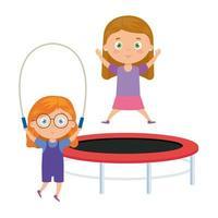 jolies petites filles avec saut trampoline et saut à la corde