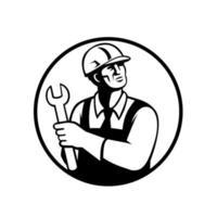réparateur ou bricoleur tenant une clé en levant le cercle vecteur