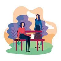 femmes d'affaires élégantes assises dans la chaise de parc
