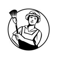 femme de chambre nettoyant holding duster vue de face cercle rétro noir et blanc
