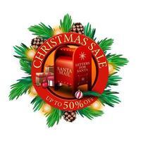 vente de Noël, jusqu'à 50 de réduction, bannière de réduction ronde rouge avec des branches d'arbre de Noël, des cônes, des ampoules et une boîte aux lettres du père Noël avec des cadeaux vecteur