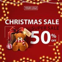 super vente de Noël, jusqu'à 50 de réduction, bannière de réduction moderne rouge avec guirlande, placez votre logo et présentez-vous avec un ours en peluche