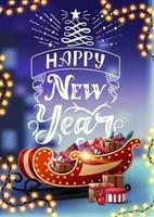 Bonne année, carte postale verticale avec beau lettrage, guirlande de cadre, paysage d'hiver flou et traîneau de santa avec des cadeaux