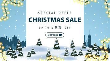 offre spéciale, vente de Noël, jusqu'à 50 de réduction, bannière de réduction avec paysage d'hiver et ville silhouette sur fond vecteur