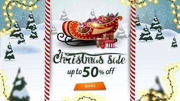 Vente de Noël, jusqu'à 50 de réduction, belle bannière de réduction avec traîneau de père Noël avec des cadeaux et paysage d'hiver de dessin animé sur fond vecteur