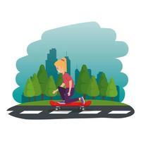 heureuse jeune fille en skateboard sur la route