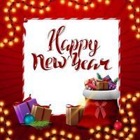 bonne année, carte postale de voeux carré rouge avec guirlande de noël, feuille de papier blanc et sac du père noël avec des cadeaux