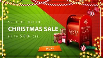 offre spéciale, vente de Noël, jusqu'à 50 rabais, belle bannière de réduction rouge et verte avec guirlandes, bouton et boîte aux lettres du père Noël avec des cadeaux vecteur
