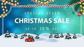 offre spéciale, vente de noël, jusqu'à 30 rabais, bannière de réduction bleue avec cadre vintage, guirlandes, arbre de Noël et paysage d'hiver de dessin animé avec voiture vintage rouge portant arbre de Noël vecteur