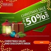 vente de Noël, jusqu'à 50 de réduction, bannière web moderne lumineuse rouge et verte avec bouton, cadeau, lanterne vintage, branche d'arbre de Noël avec un cône et une boule de Noël vecteur