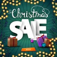vente de noël, bannière de remise carrée verte avec guirlande, branche d'arbre de noël et cadeaux