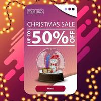 vente de Noël, jusqu'à 50 rabais, bannière de réduction rose verticale avec bouton et boule à neige avec bonhomme de neige