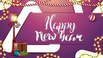 bonne année, carte de voeux horizontale rose avec beau lettrage, guirlande, lanterne poteau, cadeau, branche d'arbre de Noël avec un cône et une boule de Noël