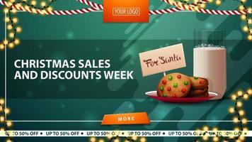 Vente de Noël et semaine de réduction, bannière de réduction verte horizontale avec des guirlandes, bouton orange et biscuits avec un verre de lait pour le père Noël