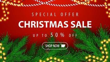 offre spéciale, vente de Noël, jusqu'à 50 rabais, belle bannière de réduction rouge avec des branches et des guirlandes d'arbres de Noël
