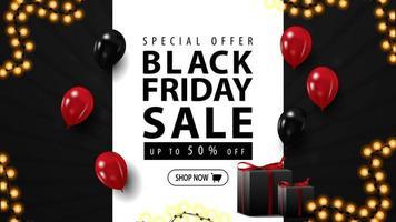 vente de vendredi noir, bannière web horizontale pour votre entreprise avec des cadeaux. bannière de réduction noire avec des ballons