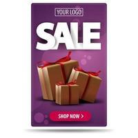 Vente, bannière de réduction verticale violet avec boîte-cadeau isolé sur fond blanc