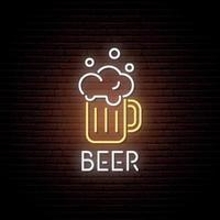 enseigne au néon de chope de bière. emblème de la barre au néon, bannière lumineuse. conception publicitaire. panneau de lumière de nuit. vecteur