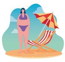 jolie femme en maillot de bain sur la plage, saison des vacances d'été