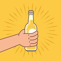 célébration de la journée internationale de la bière avec une main tenant une bouteille de bière
