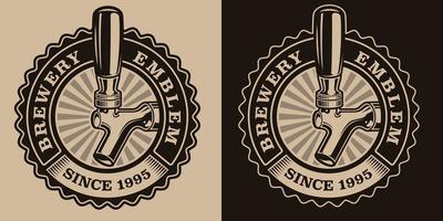 un emblème de bière vintage noir et blanc avec un robinet de bière