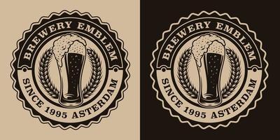 un emblème de bière vintage noir et blanc avec un verre de bière.