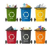 conteneurs en plastique avec des ordures. recyclage des éléments poubelles sacs poubelle industrie de la gestion des pneus. organique, plastique, métal, papier, verre.