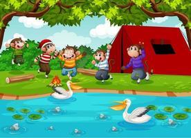 cinq petits singes sautant dans la scène du parc vecteur