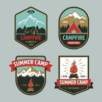 Badge de feu de camp d'été vecteur