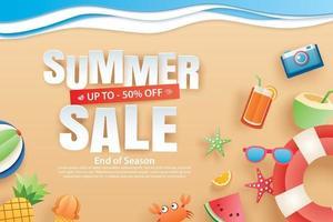 vente d'été avec décoration origami sur fond de plage vecteur