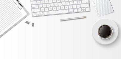 Espace de travail minimal à plat, bureau de bureau vue de dessus avec clavier d'ordinateur, presse-papiers et tasse à café sur fond de couleur blanche avec espace de copie, illustration vectorielle vecteur