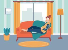 une femme enceinte est assise sur le canapé et écoute de la musique avec des écouteurs. le concept des activités quotidiennes et de la vie quotidienne. illustration de dessin animé plat.