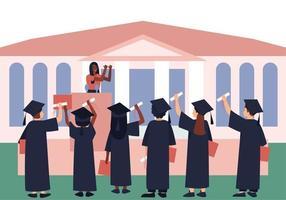 les diplômés avec des diplômes et des parchemins écoutent un mot d'adieu de motivation pour l'obtention du diplôme vecteur