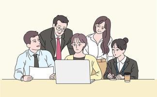 les gens d'affaires se rassemblent autour de l'ordinateur portable pour partager leurs opinions. illustrations de conception de vecteur de style dessiné à la main.