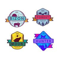 logo de bizon sauvage et chasseur, lune et forêt vecteur