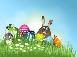 Lapin de Pâques en herbe avec des oeufs
